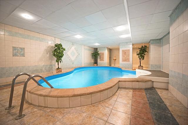 pool-3001205_640