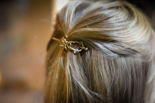 pasador-dorado-para-el-pelo